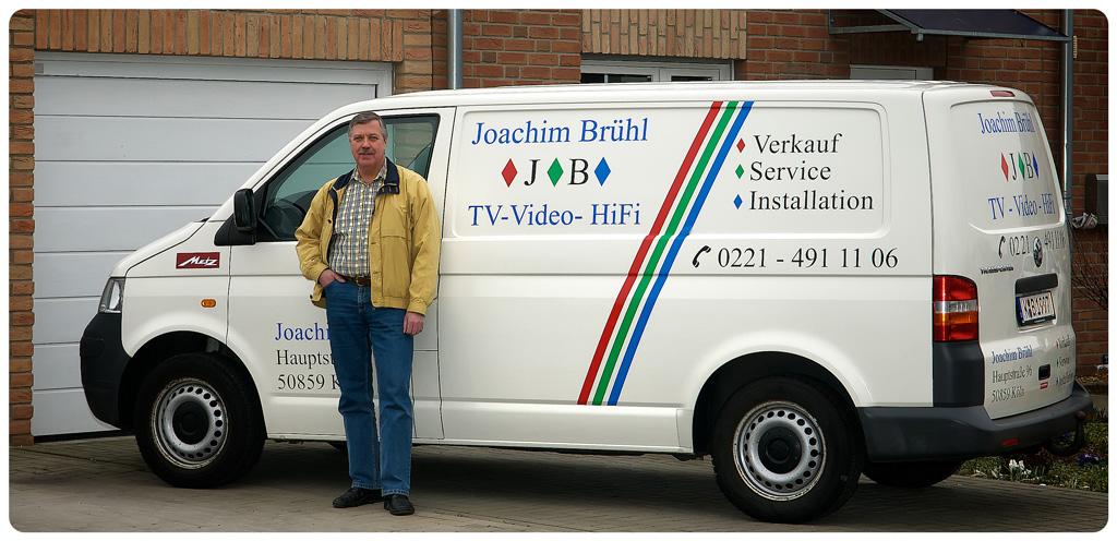 Meister Brühl mit Firmenwagen